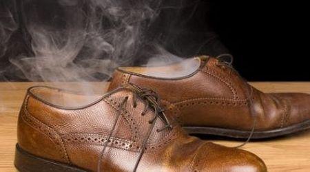 Hôi chân có lây khi mang chung giày tất ?